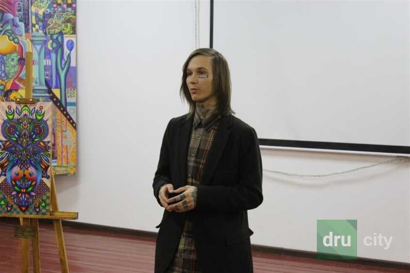 В Лесе Украинке открылась новая художественная выставка
