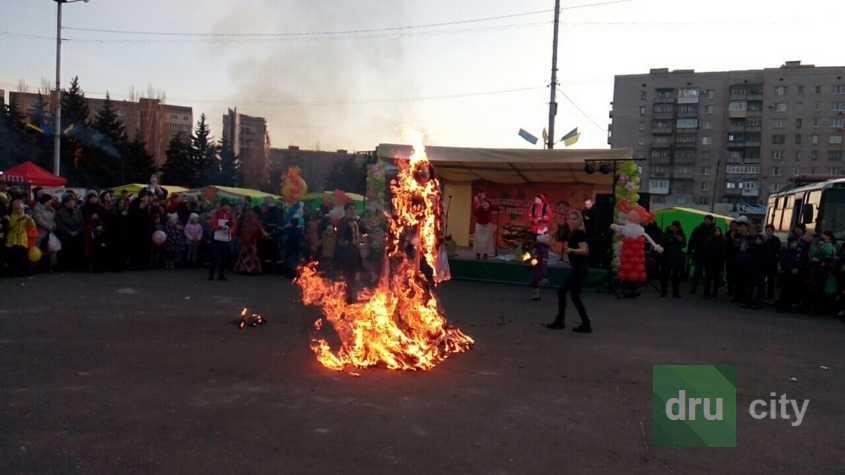 На Масленицу в Дружковке «зажигали «секс-бомбы»»
